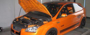 ford focus st arancione e nera elaborata da pista