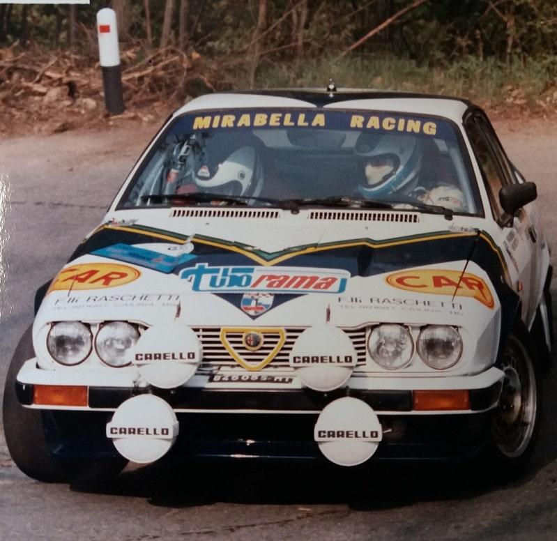 foto alfa romeo da rally durante competizione